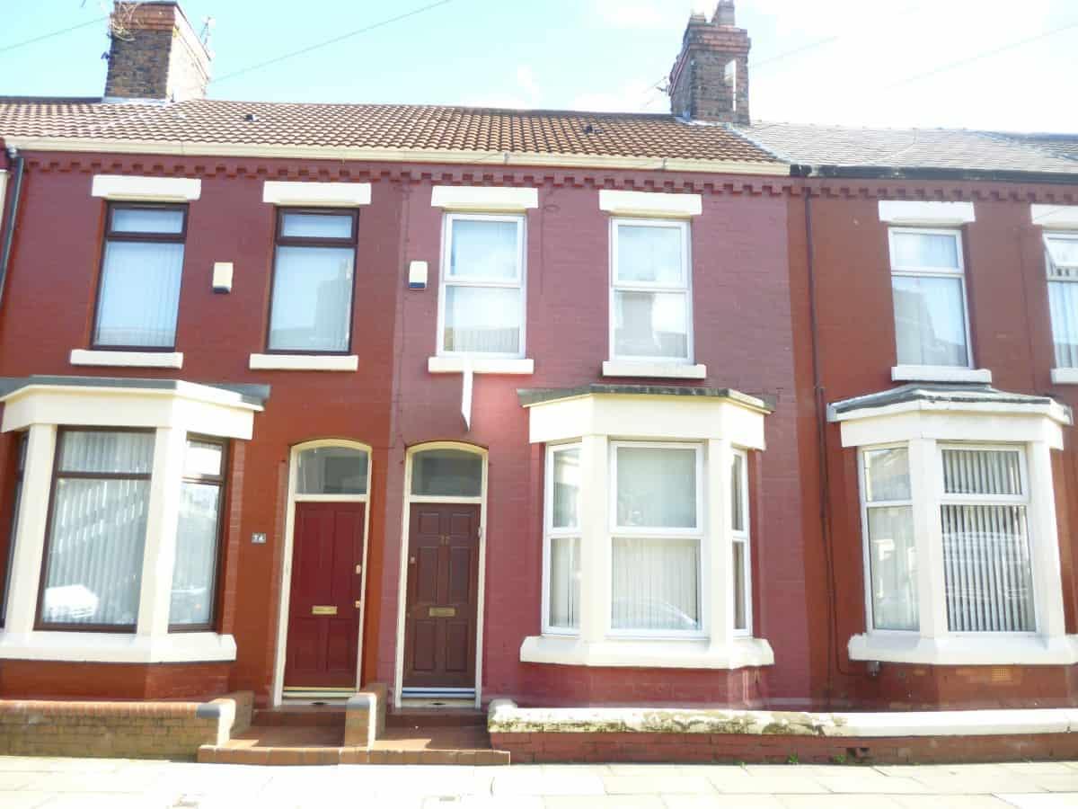 3 Bedroom Mid Terraced Property – Hannan Road, L6