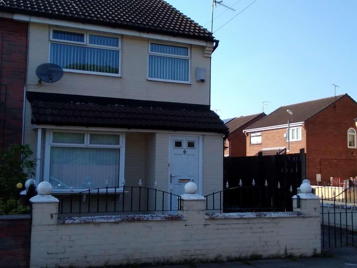 3 Bedroom Semi Detached Property – Tweed Close, L6
