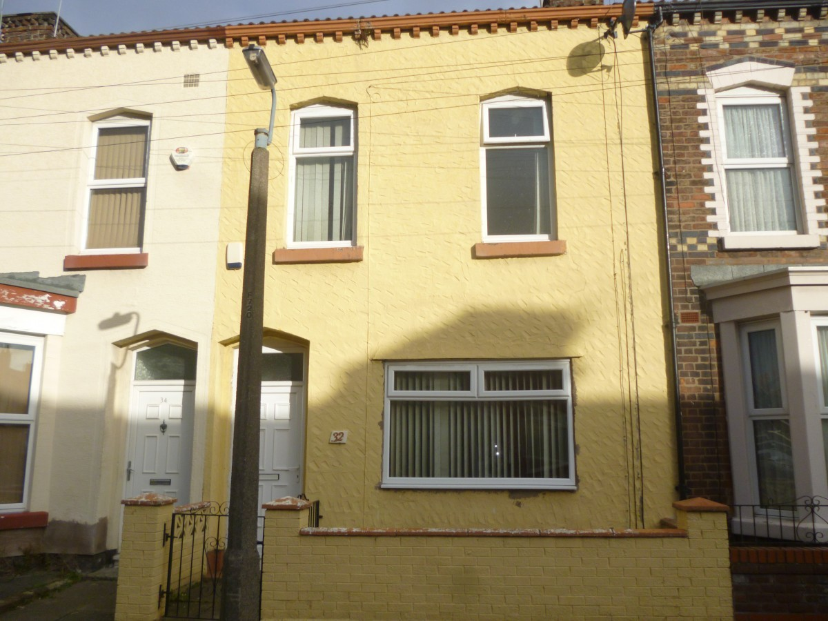 3 Bedroom Mid Terraced House – Bishops Road, L6