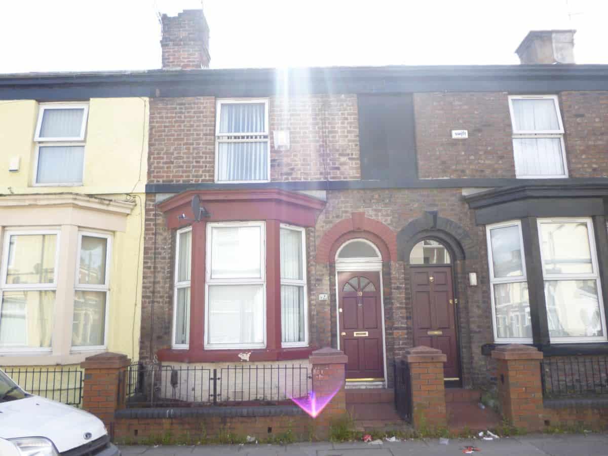 2 Bedroom Mid Terraced Property – Faraday Street, L5