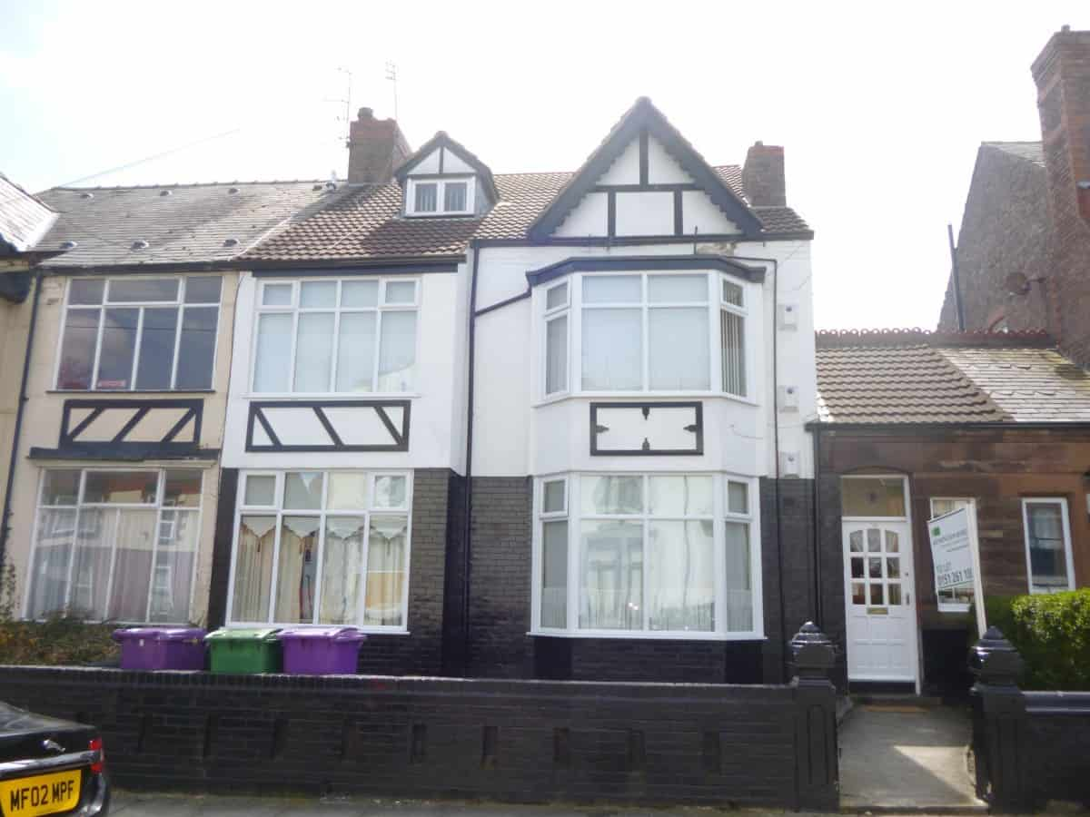 2 Bedroom 3rd Floor Flat – Huntley Road, L6